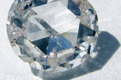 Nettoyer un diamant.